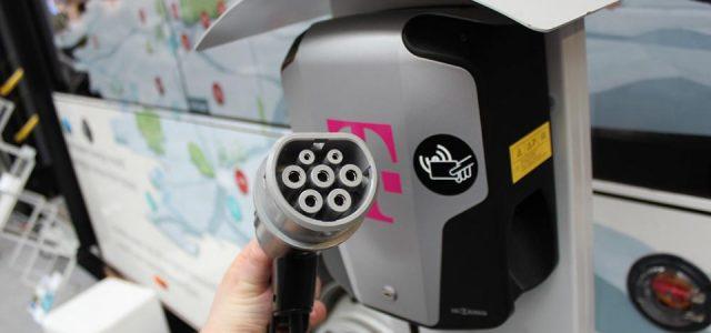 La empresa de telecomunicaciones Deutsche Telekom entra en el negocio de los puntos de recarga para coches eléctricos