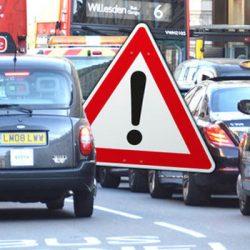 ¿Por qué antes de comprarte un coche diésel o gasolina deberías tener en cuenta el ejemplo de Londres? Multas de 150 euros por el acceso a determinadas partes de la ciudad