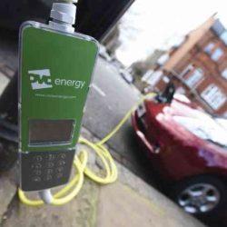 Londres da por completado el despliegue de puntos de recarga para coches eléctricos en las farolas públicas