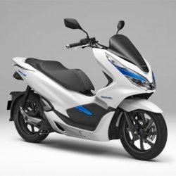 Honda prueba una PCX eléctrica con batería extraible