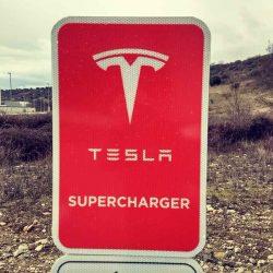 Tesla pone en marcha el Supercargador de Bembibre, Ponferrada, con el que conecta el noroeste