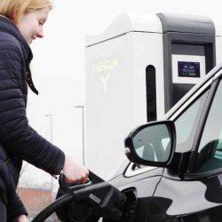 Continúa la expansión de las redes de recarga ultra rápidas para coches eléctricos en Europa