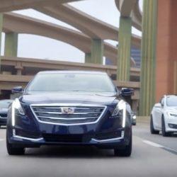 General Motors insinúa haber superado al Autopilot de Tesla en el último anuncio de Cadillac