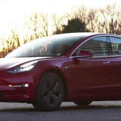 Consumer Reports recibe su Tesla Model 3 y hace una primera toma de contacto (vídeo)
