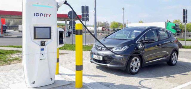 IONITY arranca de forma oficial sus operaciones. Recargas ultra-rápidas para coches eléctricos y de momento gratis