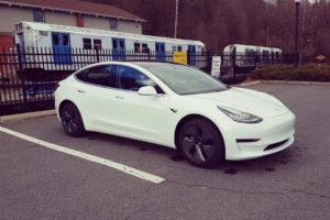 El Tesla Model 3 recibe una importante actualización: función Summon, WiFi, protección contra el sobrecalentamiento del habitáculo…