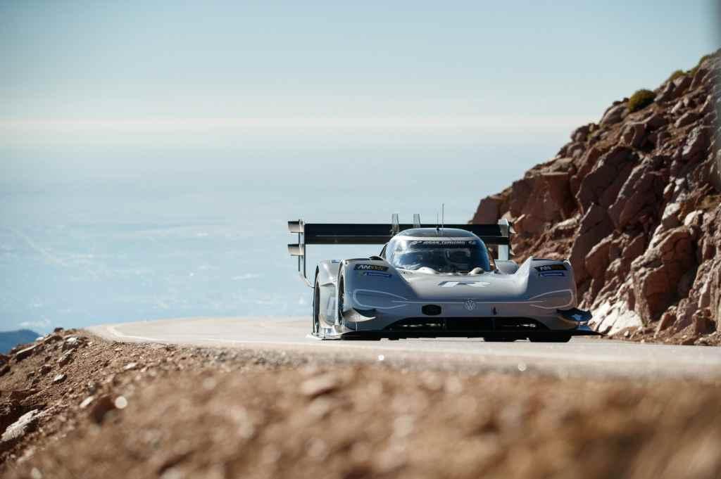 Romain Dumas destroza el récord del Pikes Peak de Loeb con el coche eléctrico de Volkswagen