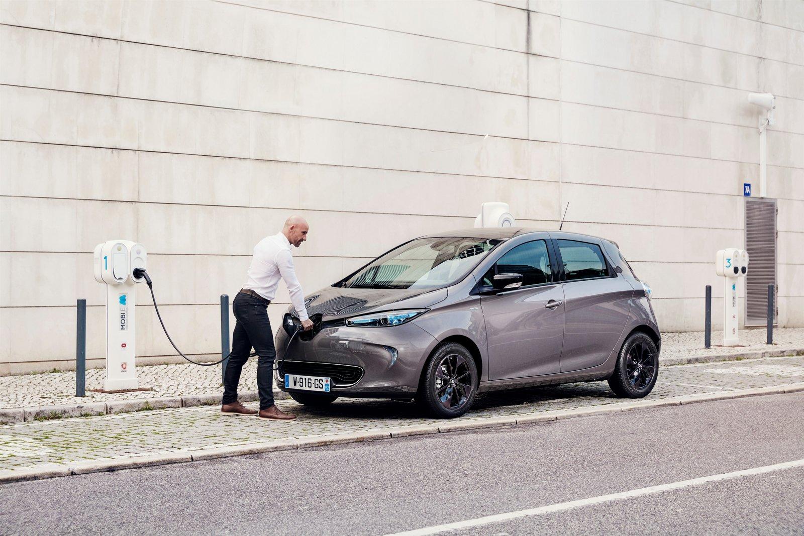 Canarias elimina el IVA a los coches eléctricos, híbridos y a gas