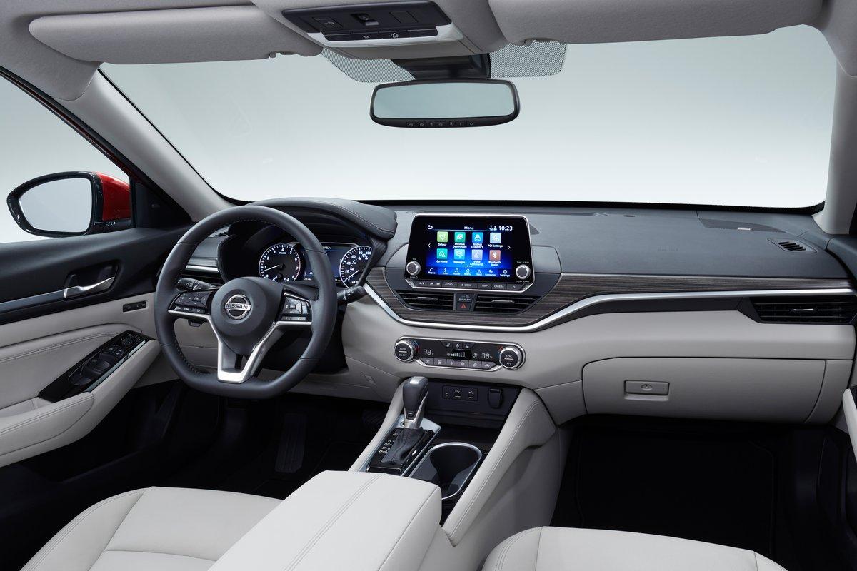 Pillado de pruebas el nuevo Nissan Sentra, que podría ...