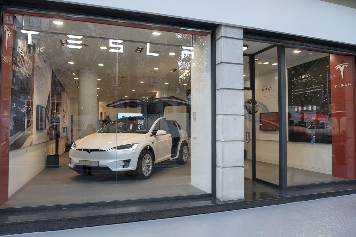 Tesla Store 2