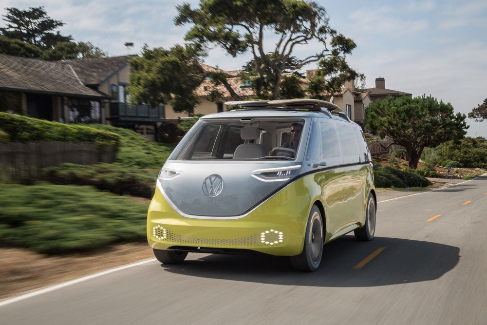 tres versiones de la Volkswagen id buzz