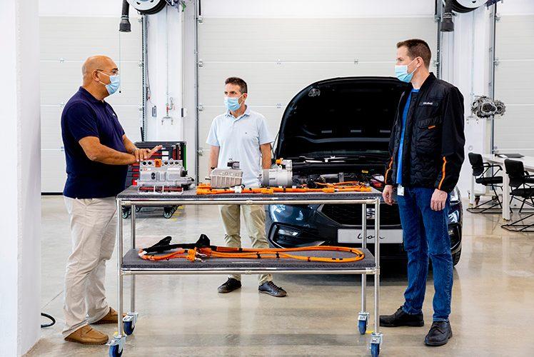 SEAT crea en Martorell un nuevo centro de formación en electromovilidad