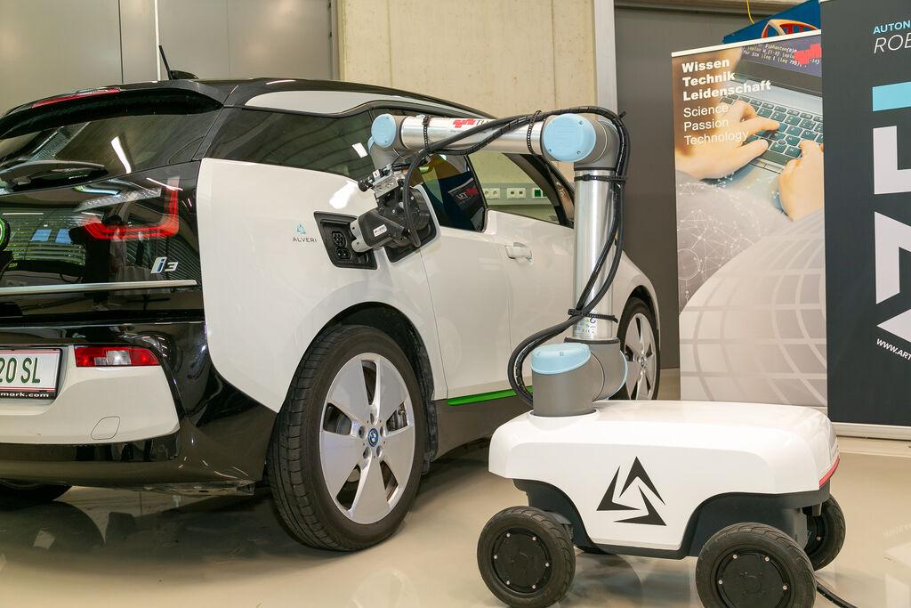 robot recarga coches eléctricos