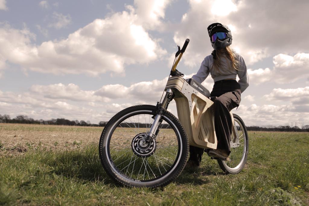 bicicleta eléctrica de madera