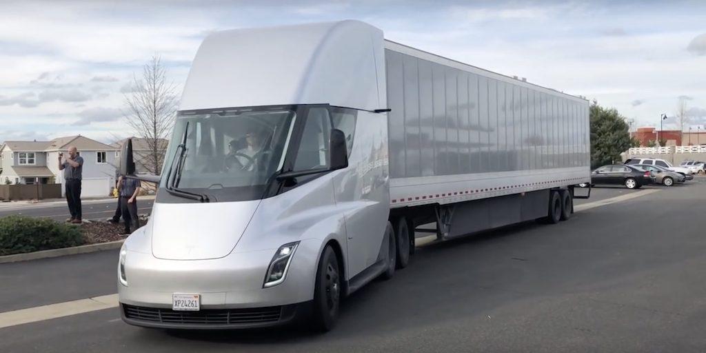 carga inalámbrica 1 MW Tesla Semi camion electrico