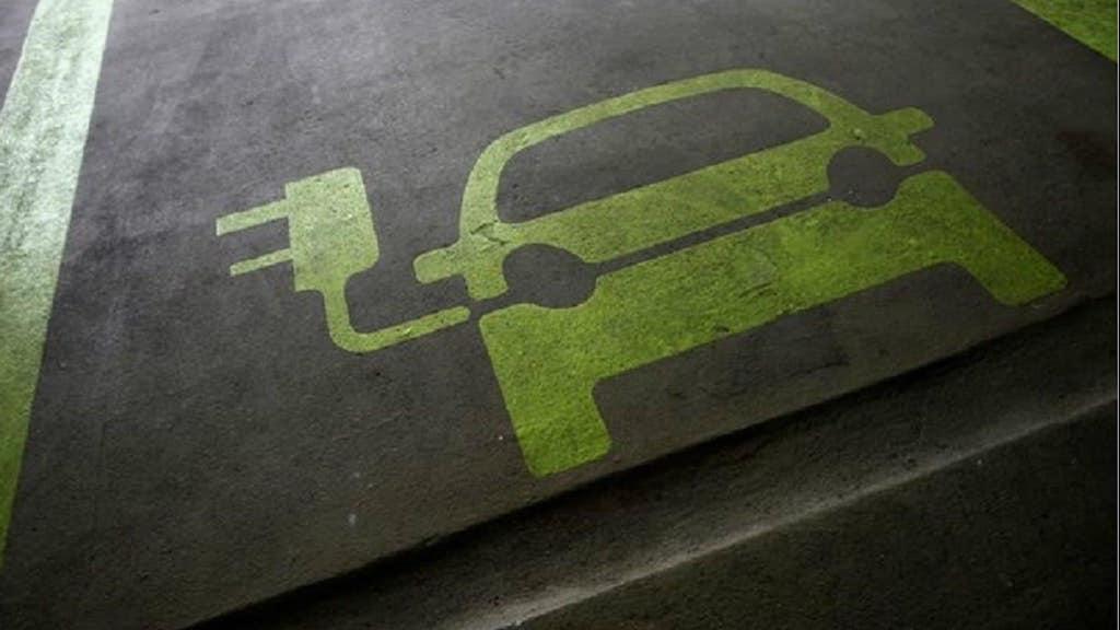 bloomberg 70% coches electricos en 2040