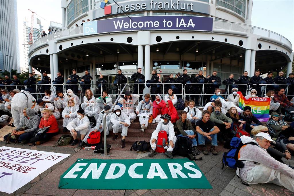 activistas por el clima salon del automóvil de Frankfurt bloqueo