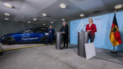 Alemania apoya el metanol verde como forma de luchar contra las emisiones y presenta un Tesla Model Y híbrido