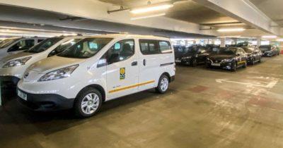 Descubren más de 200 coches eléctricos abandonados por un ayuntamiento durante dos años